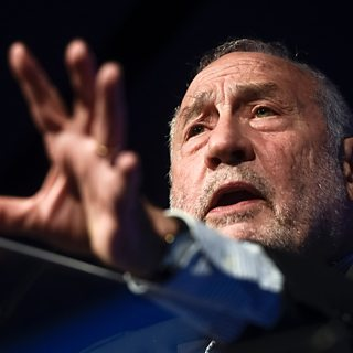 Economist Joseph Stiglitz says coronavirus is 'exposing' health inequality in US